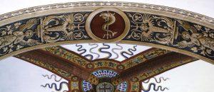 Immagine di un particolare della decorazione dell'abside della CHiesa di San GIuliano